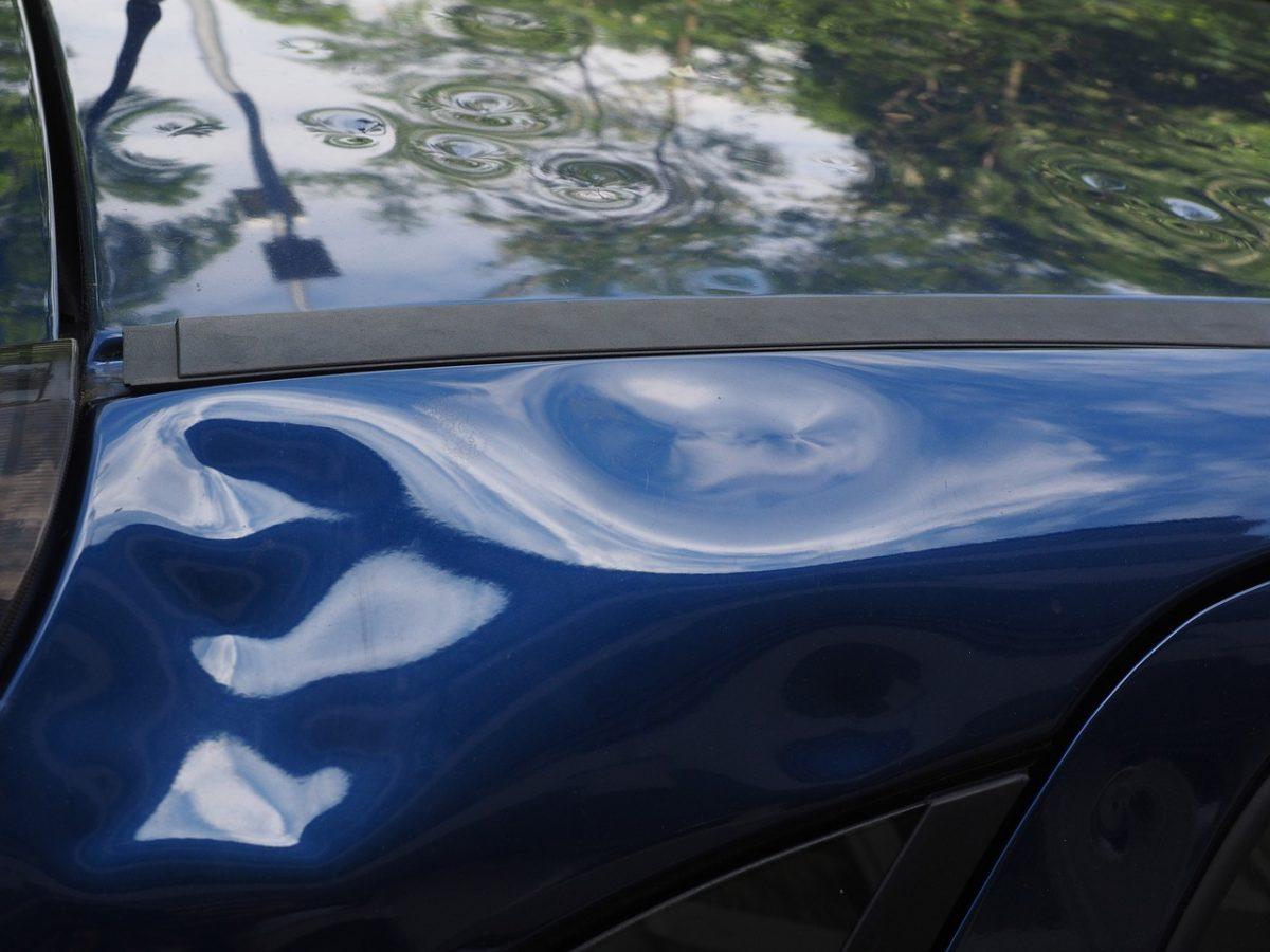 Miałeś zdarzenie drogowe? Ktoś przerysował Ci samochód pod biurem?
