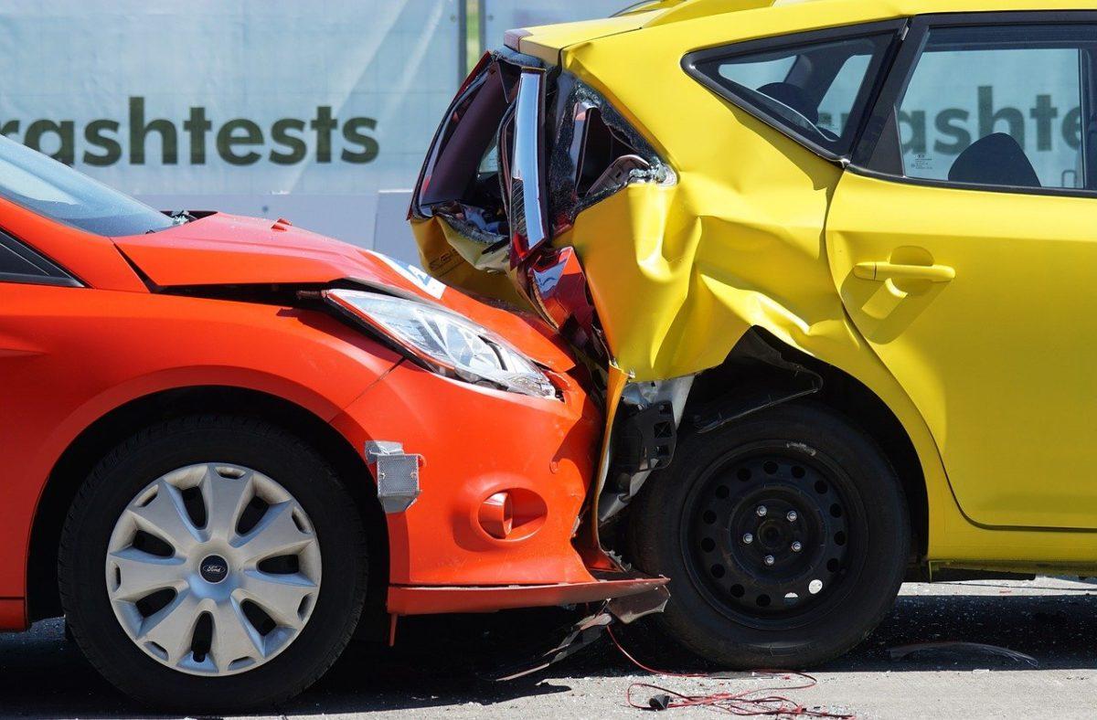 Zazwyczaj polisa ubezpieczenia pokrywa wypłatę wynagrodzenia w wypadku…